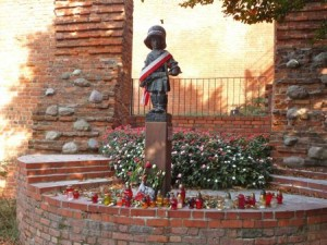 Warsaw's Little Insurgent Monument  — a sculpture of a young boy who wears an over-sized helmet — commemorates the heroic children who fought against the occupiers during the Warsaw Uprising in 1944.